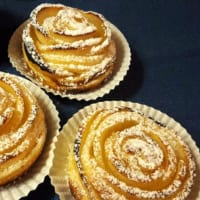 Rose puff pastry with apples