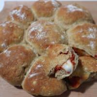 integrales bolas con mozzarella y tomate