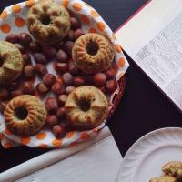 Ciambelline salate alle nocciole, scarola e yogurt greco senza glutine