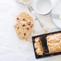 Plumcake oatmeal with cranberries