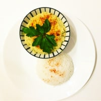 Steamed rice and hummus