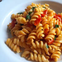 Fusilli with cherry tomatoes and rocket