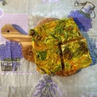 Pizzafrittata con flores de calabacín y azafrán