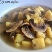 Sopa de patata y setas con tomillo
