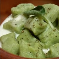 Green gnocchi with fontina cheese fondue