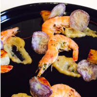 Prawns with wine and herbs with Jerusalem artichokes
