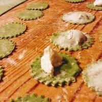 Ravioli de espinacas sobre una crema de calabaza con caviar balsámico paso 2
