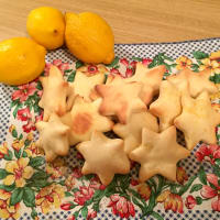 Biscottini leggeri glassati al limone