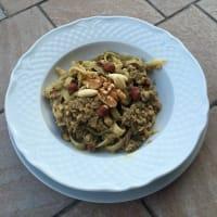 pastas verde con sabor mariscos y frutos secos