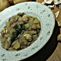 Potato soup, mushrooms and chestnuts