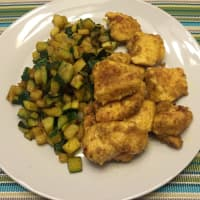 chicken cubes with curry zucchini