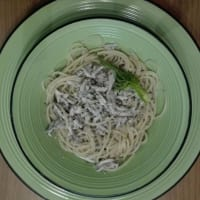 Spaghetti with anchovies, fennel and almonds