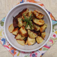 Baked potatoes with garlic and rosemary