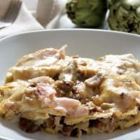 Lasagna with artichokes, mushrooms and ham
