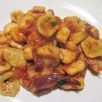 Orecchiette con la salsa de tomate seco casera y calamar