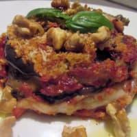 Parmigiana tradizionale ma con scamorza e noci