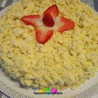 Mimosa cake with strawberries