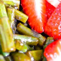Ensalada de espárragos y fresas paso 3