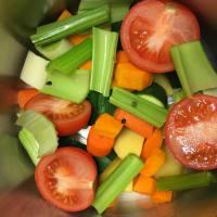 Caldo de verduras en una olla a presión paso 2