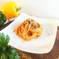 Espaguetis con crema de pimiento y mascarpone