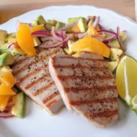 Atún con limón, aguacate y naranja