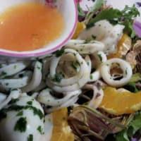 Mariscos de la ensalada de naranja con alcachofas y nueces paso 7