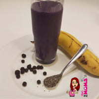Smoothie of banana and blueberries