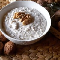 Ricotta cheese sauce and walnuts