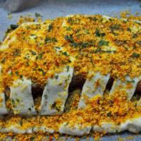 Costra de almendras de salmón con especias en la cama de acelgas paso 9
