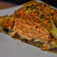 Costra de almendras de salmón con especias en la cama de acelgas paso 12