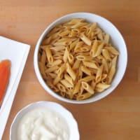 Penne con salsa di yogurt, aneto e trota salmonata step 2