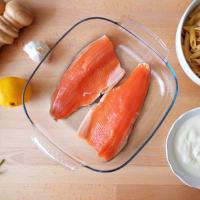 Penne con salsa de yogur, eneldo y salmón trucha paso 1