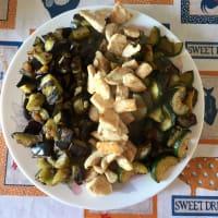 cubos de pavo, calabacín y berenjena con romero