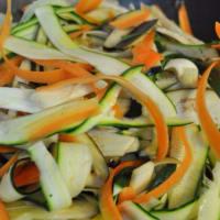 espaguetis de trigo integral con tiras de verduras paso 1