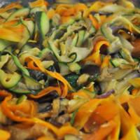 espaguetis de trigo integral con tiras de verduras paso 2