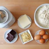 Pastel de chocolate fudge, almendras y pasas paso 1