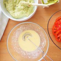Quiche con pesto, queso y tomates paso 3