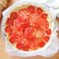 Quiche con pesto, queso y tomates paso 5