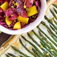 Sfoglia con asparagi e insalata di radicchio e mango