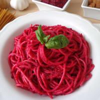 Spaghetti con pesto di barbabietole step 3