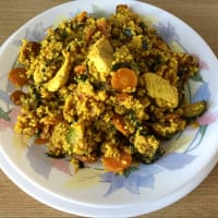 Cous cous with carrots, zucchini and curry and curry chicken
