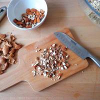Galletas con las pasas, las almendras y la harina de avena paso 2