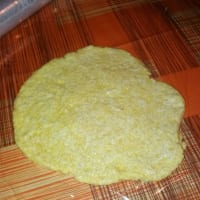 Corn tortilla stuffed with mozzarella and artichokes in homemade oil step 1