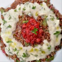 El arroz integral con fresas, espárragos y queso de cabra fondue