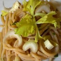 espaguetis integrales con pesto con nueces