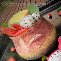 Chia pudding con dragon fruit, mango fragole