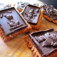 Chococookies al rosmarino con semi di canapa