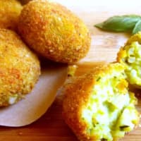 Rice croquettes and peas