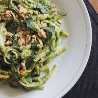 Fetuccini al pesto de albahaca y espinaca