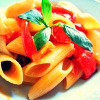 Pennoni al sugo di peperoni e pomodorini